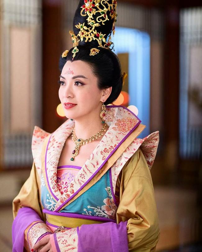 Cung tâm kế 2 rục rịch lên sóng, dàn mỹ nữ TVB bỗng chốc loè loẹt thế này - Ảnh 4.