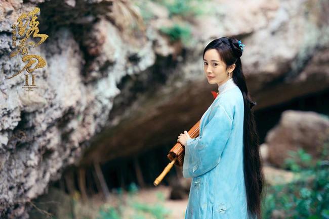 Dương Mịch áo xanh giản dị, đẹp dịu dàng giữa khung cảnh thiên nhiên - Ảnh 2.