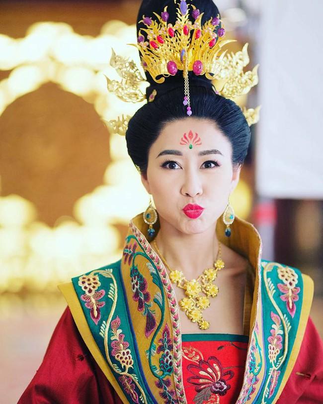 Cung tâm kế 2 rục rịch lên sóng, dàn mỹ nữ TVB bỗng chốc loè loẹt thế này - Ảnh 5.