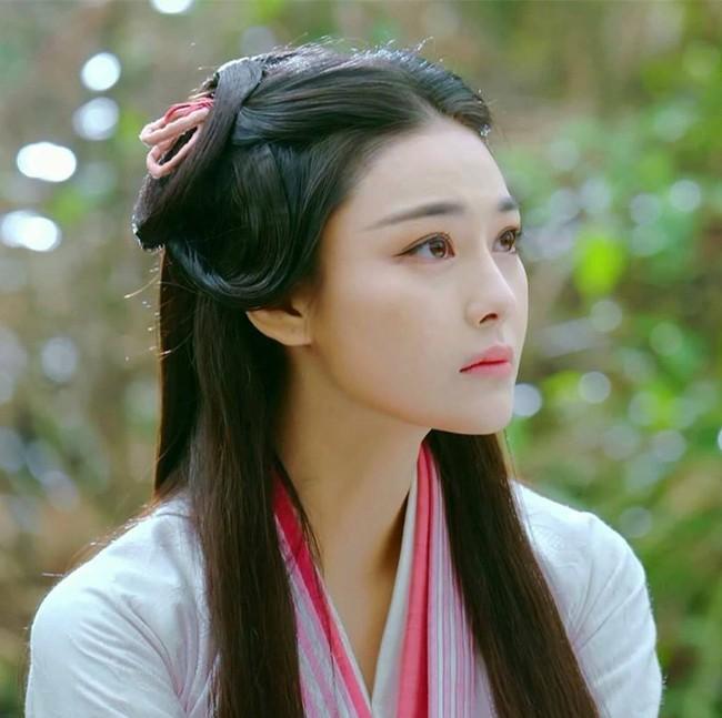 Phim mới rating ảm đạm, Trương Hinh Dư muối mặt vì danh xưng bình hoa di động - Ảnh 1.