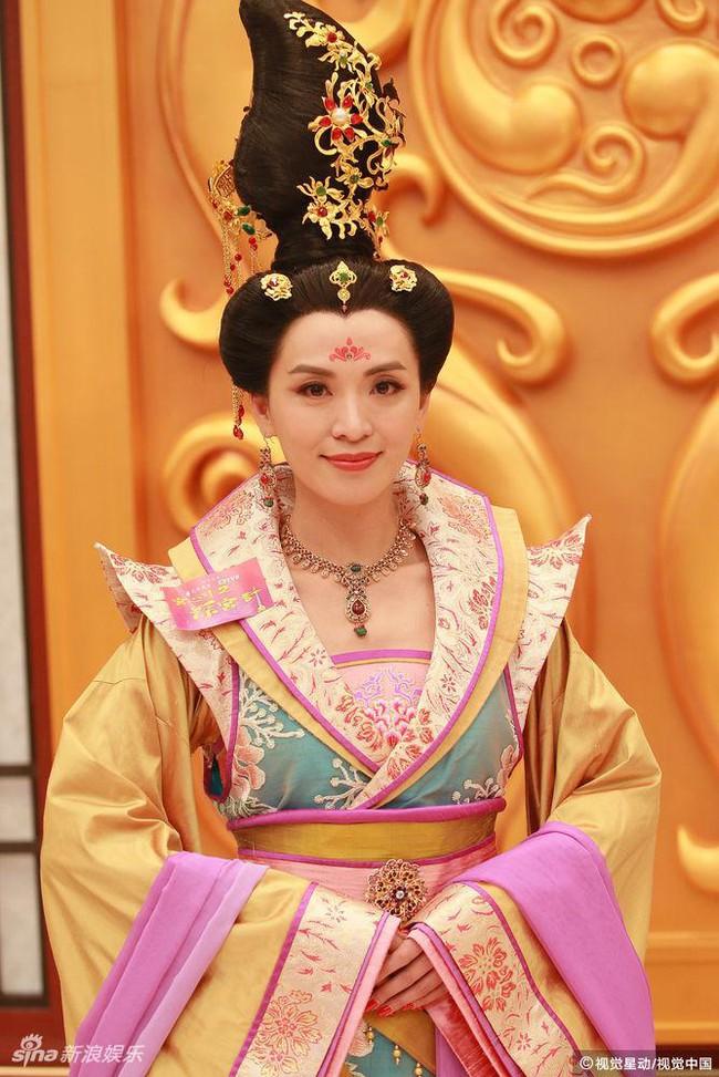Cung tâm kế 2 rục rịch lên sóng, dàn mỹ nữ TVB bỗng chốc loè loẹt thế này - Ảnh 3.