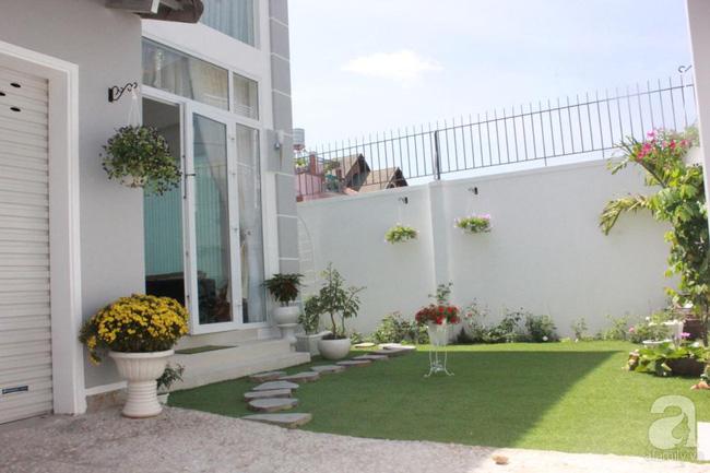 Ngôi nhà vườn rộng 200m² nhìn đâu cũng thấy cây và hoa rực rỡ ở TP HCM - Ảnh 3.