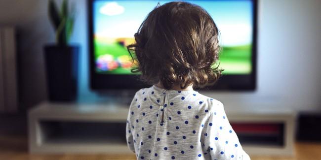 Những tác hại không tưởng khi cho bé dùng các thiết bị điện tử - Ảnh 1.