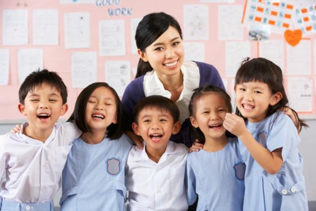 Tiền lớp 1: Đừng bắt trẻ học chữ học toán nữa, hãy để con được vui chơi nhiều hơn - Ảnh 1.