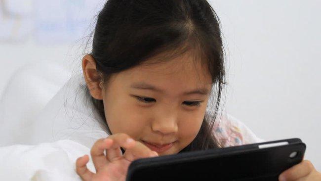 Cứ vứt cho con cái Ipad, trước sau gì con bạn cũng lạc trôi theo các kênh youtube bẩn - Ảnh 3.