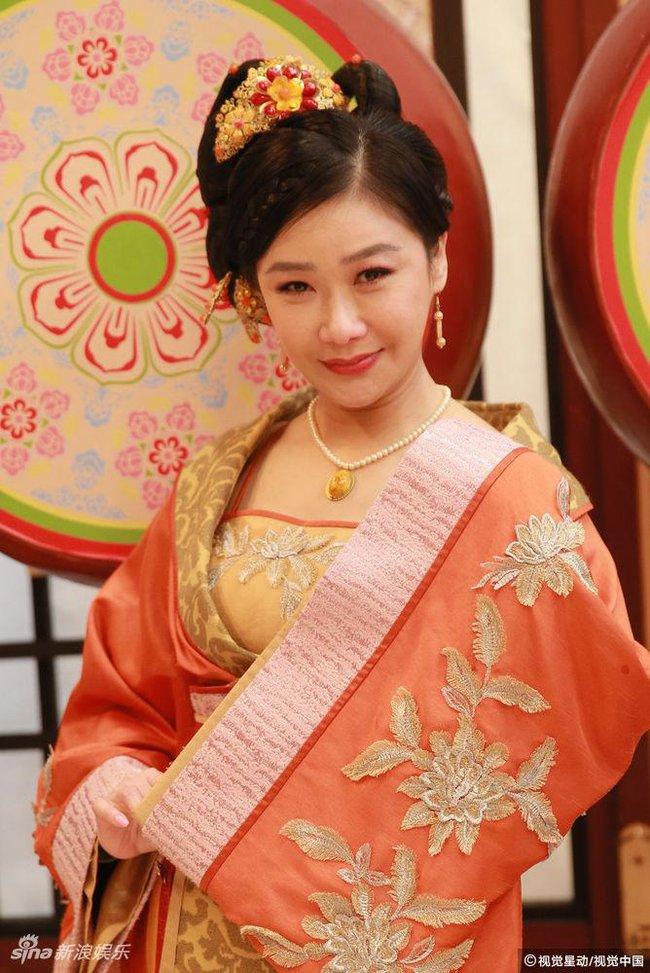 Cung tâm kế 2 rục rịch lên sóng, dàn mỹ nữ TVB bỗng chốc loè loẹt thế này - Ảnh 14.