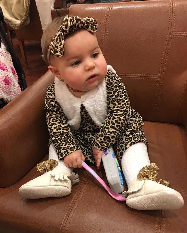 Đưa cho cô bé 9 tháng tuổi 1 hộp mứt và điều bất ngờ đã xảy ra - Ảnh 6.