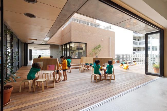 Có một trường mẫu giáo đầy ánh sáng, ngay cả lúc ăn trẻ cũng được đón gió trời - Ảnh 11.