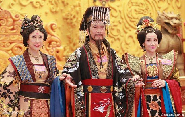 Cung tâm kế 2 rục rịch lên sóng, dàn mỹ nữ TVB bỗng chốc loè loẹt thế này - Ảnh 18.