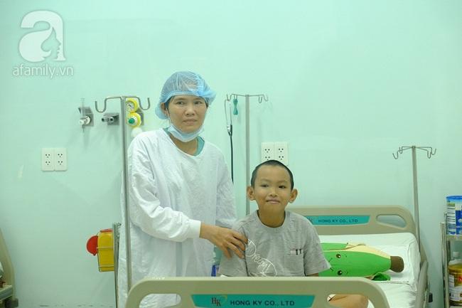Nước mắt hạnh phúc của người mẹ hiến tạng cho con trai 10 năm trời bệnh xơ gan - Ảnh 6.