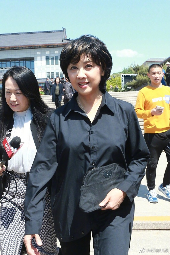 Dàn diễn viên Tây Du Ký tề tựu trong đám tang nữ đạo diễn Dương Khiết - Ảnh 10.