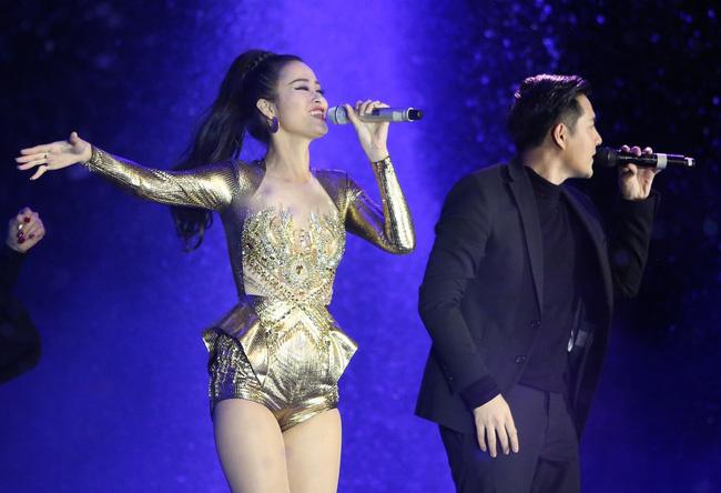 Đông Nhi khiến fan phát cuồng khi tình tứ hát cùng Ông Cao Thắng - Ảnh 3.