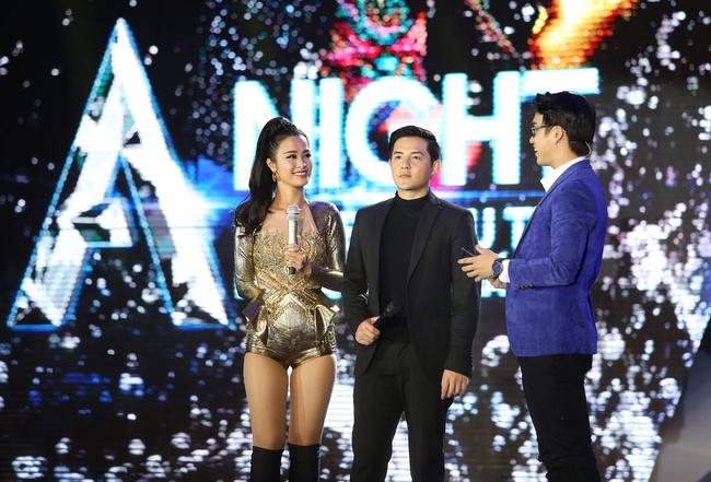 Đông Nhi khiến fan phát cuồng khi tình tứ hát cùng Ông Cao Thắng - Ảnh 1.