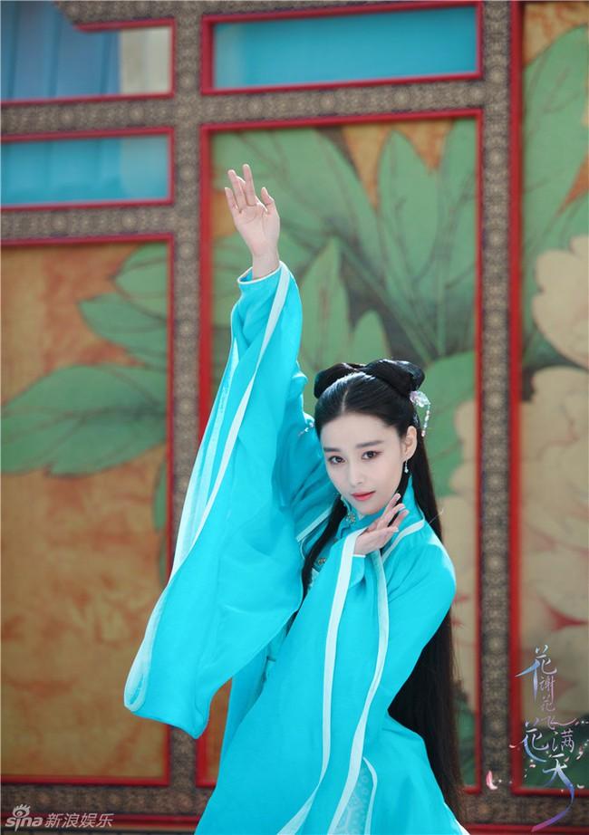 Lý Mạc Sầu Trương Hinh Dư khoe tài nhảy múa đẹp mê hồn - Ảnh 1.