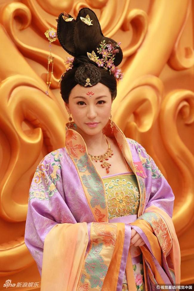 Cung tâm kế 2 rục rịch lên sóng, dàn mỹ nữ TVB bỗng chốc loè loẹt thế này - Ảnh 7.