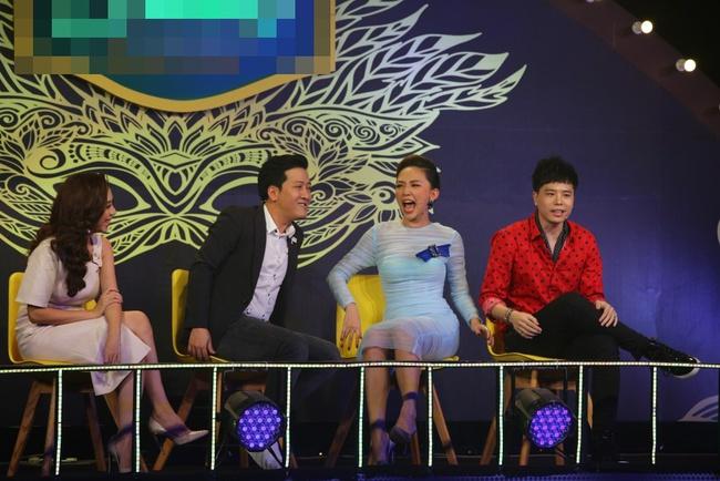 Hoàng Tôn lần đầu xuất hiện trên truyền hình sau 2 tháng phẫu thuật hỏng - Ảnh 8.