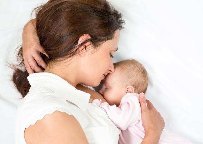 Đây là lý do để bạn vượt qua mọi ngăn cản, kiên trì cho con bú sữa mẹ càng lâu càng tốt - Ảnh 1.