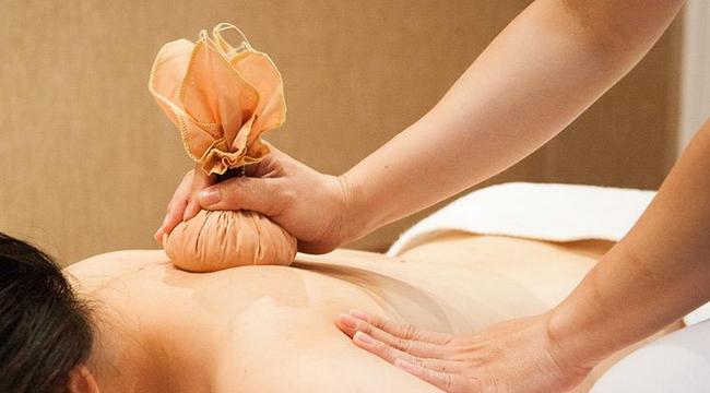 5 cách tự nhiên giúp chữa các vấn đề về đau lưng thông qua tắm rửa, massage và yoga - Ảnh 5.