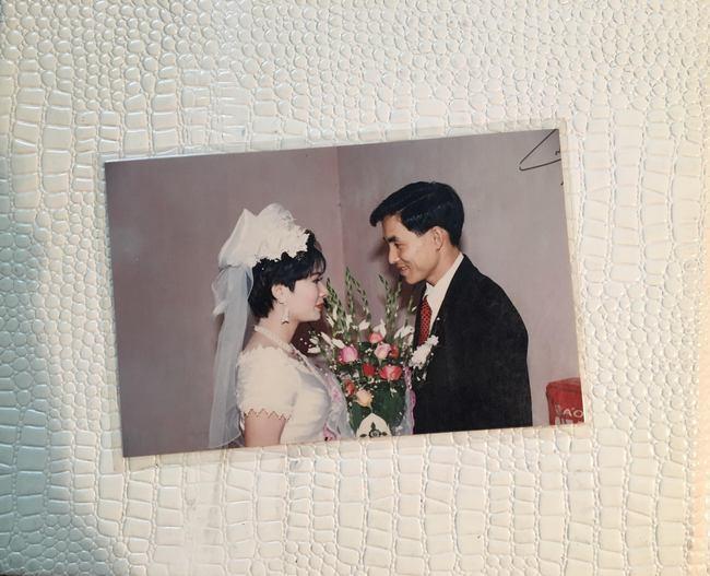 Nhìn lại ảnh cưới của phụ huynh thời ông bà anh: hóa ra bố mẹ ta từng có một thời thanh xuân như thế - Ảnh 22.