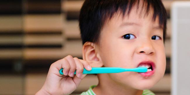 MC Minh Trang cùng con gái hướng dẫn các bé cách đánh răng cực chuẩn - Ảnh 2.