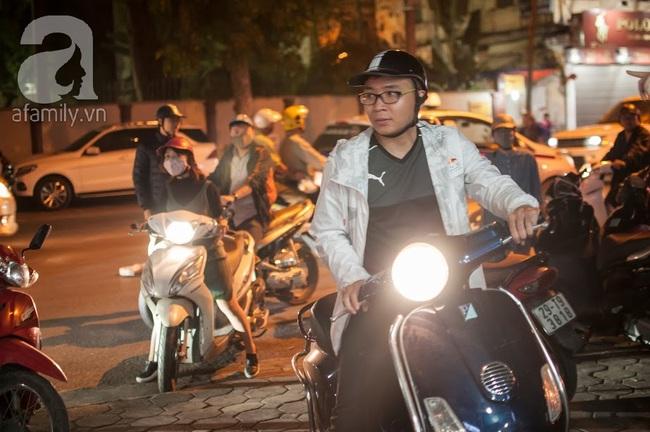 Cuối tuần dạo quanh phố đi bộ, đừng quên ghé hàng bún vỉa hè Hà Nội 20 năm tuổi - Ảnh 3.