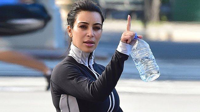 Mổ xẻ cách giảm cân bọc mình trong túi ni lông của diễn viên Kim Kardashian - Ảnh 1.