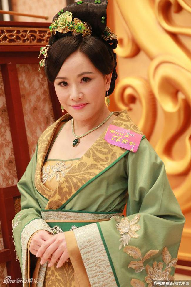 Cung tâm kế 2 rục rịch lên sóng, dàn mỹ nữ TVB bỗng chốc loè loẹt thế này - Ảnh 10.