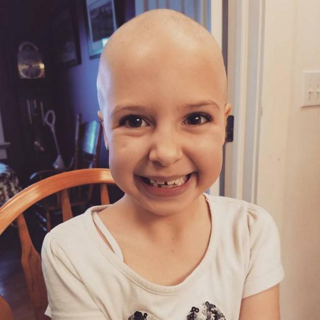 Đầu trọc lốc không có 1 sợi tóc, cô bé 7 tuổi này vẫn có cách khiến mình trở nên rực rỡ - Ảnh 6.