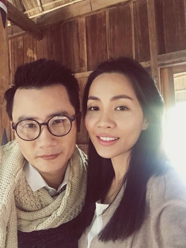 Bà xã Hoàng Bách bất ngờ xuất hiện xinh đẹp trong MV của chồng - Ảnh 10.