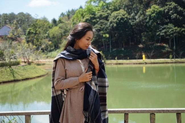 Bà xã Hoàng Bách bất ngờ xuất hiện xinh đẹp trong MV của chồng - Ảnh 7.