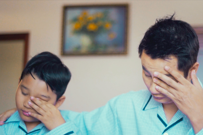 Bà xã Hoàng Bách bất ngờ xuất hiện xinh đẹp trong MV của chồng - Ảnh 1.
