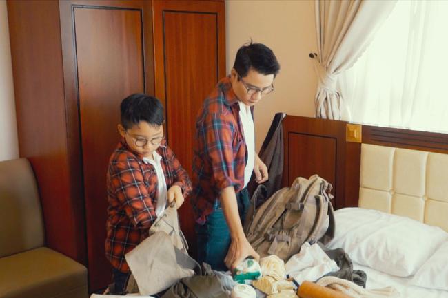 Bà xã Hoàng Bách bất ngờ xuất hiện xinh đẹp trong MV của chồng - Ảnh 2.