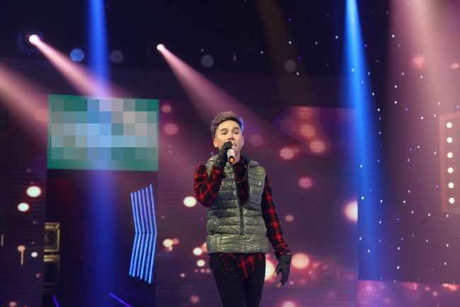 Hoàng Tôn lần đầu xuất hiện trên truyền hình sau 2 tháng phẫu thuật hỏng - Ảnh 2.
