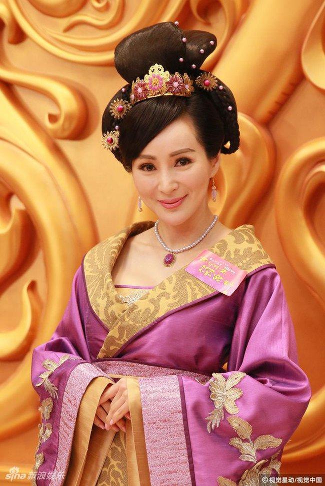 Cung tâm kế 2 rục rịch lên sóng, dàn mỹ nữ TVB bỗng chốc loè loẹt thế này - Ảnh 11.