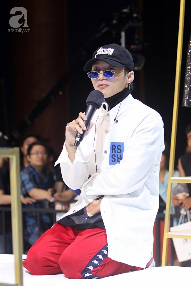 Sơn Tùng M-TP gọi điện tâm sự cùng mẹ trước hàng trăm fan - Ảnh 8.