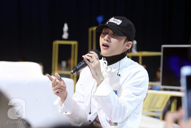 Sơn Tùng M-TP gọi điện tâm sự cùng mẹ trước hàng trăm fan - Ảnh 9.