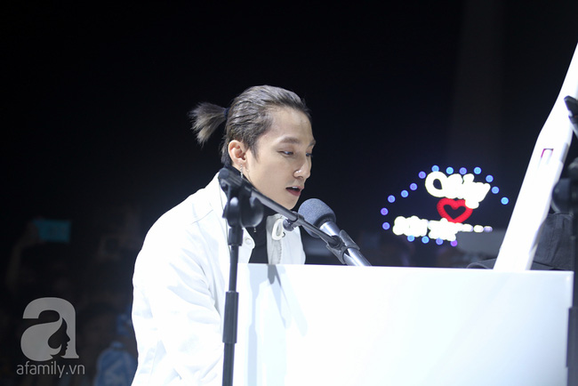 Sơn Tùng M-TP gọi điện tâm sự cùng mẹ trước hàng trăm fan - Ảnh 14.