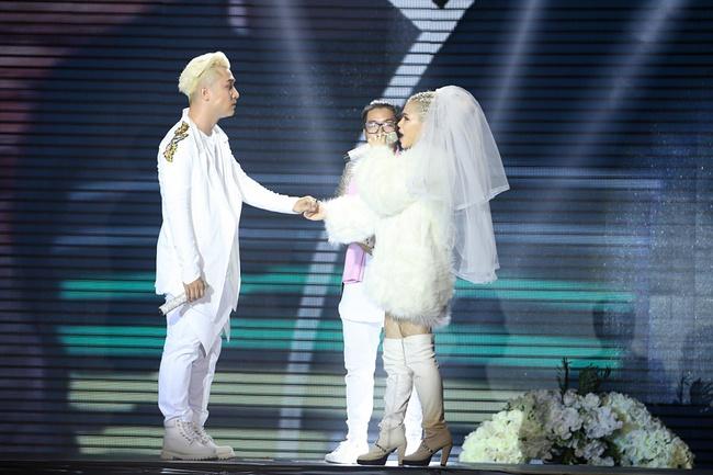 Hát không rõ lời, Hương Giang Idol vẫn hạ gục trò cưng của Tuấn Hưng - Ảnh 18.