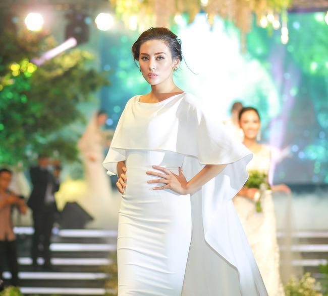 Bị đồn là HLV The Face 2017, siêu mẫu Võ Hoàng Yến trả lời lấp lửng - Ảnh 6.