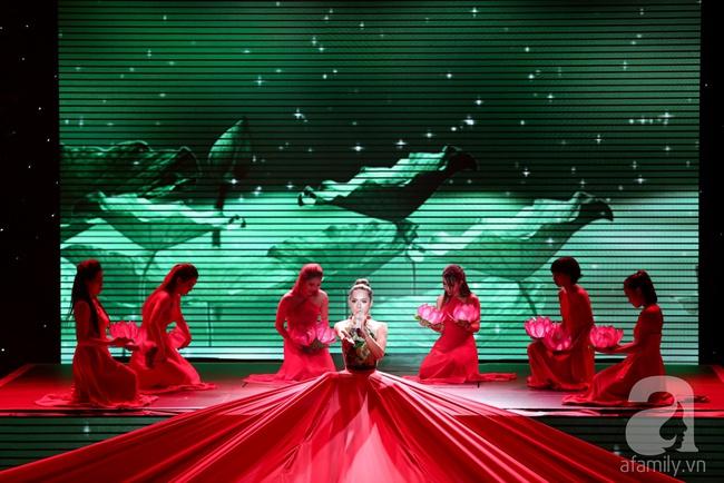 Hóa nàng sen ở The Remix, Hương Giang Idol vẫn bị loại thẳng thừng - Ảnh 2.