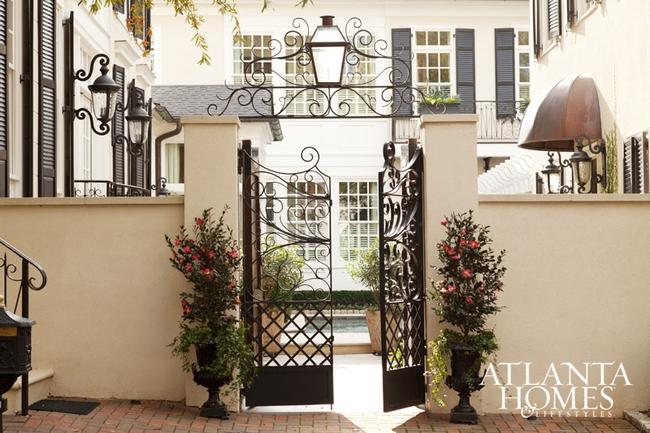 Ngôi nhà với phong cách cổ điển nhưng đầy sức quyến rũ ở mọi chi tiết dù là nhỏ nhất - Ảnh 1.