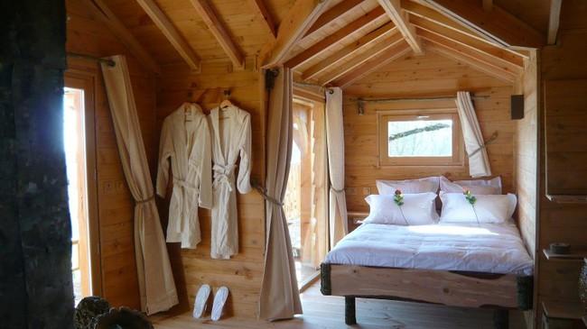 Ngỡ ngàng với ngôi nhà nhỏ xíu có bồn tắm tiện nghi nhìn ra rừng cây - Ảnh 6.