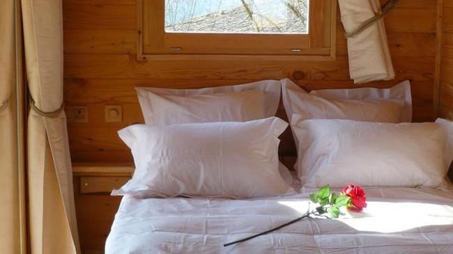 Ngỡ ngàng với ngôi nhà nhỏ xíu có bồn tắm tiện nghi nhìn ra rừng cây - Ảnh 7.