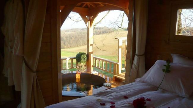 Ngỡ ngàng với ngôi nhà nhỏ xíu có bồn tắm tiện nghi nhìn ra rừng cây - Ảnh 8.