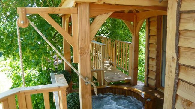 Ngỡ ngàng với ngôi nhà nhỏ xíu có bồn tắm tiện nghi nhìn ra rừng cây - Ảnh 11.