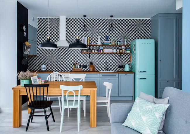 Sử dụng màu xanh pastel làm điểm nhấn cho căn hộ 55m², cô gái cho biết đây là quyết định đúng đắn nhất - Ảnh 1.