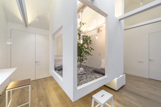 Ấn tượng với ngôi nhà chỉ 48m² nhưng có khoảng xanh cực bắt mắt với phòng khách treo lơ lửng - Ảnh 2.