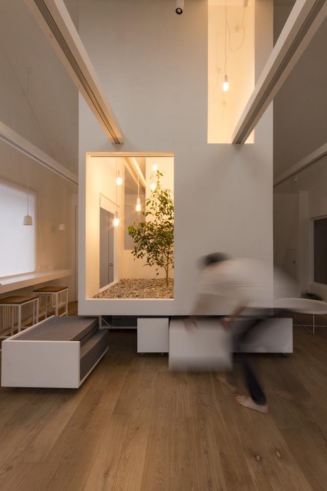 Ấn tượng với ngôi nhà chỉ 48m² nhưng có khoảng xanh cực bắt mắt với phòng khách treo lơ lửng - Ảnh 11.