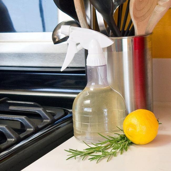 7 mẹo làm sạch nhà và đồ dùng bằng tinh dầu bạn nhất định phải biết - Ảnh 2.