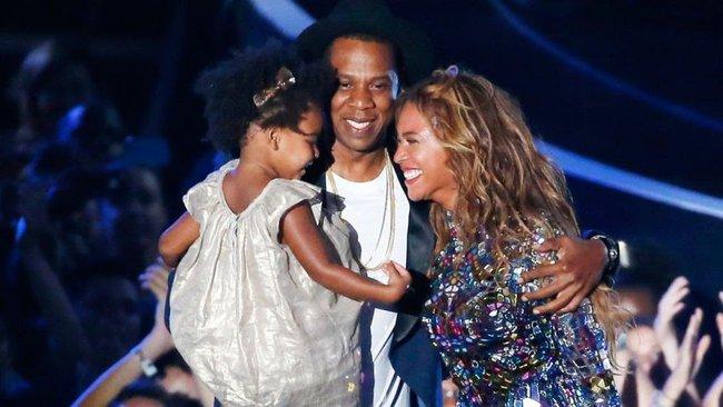 Beyonce diện nội y khoe bụng bầu, tiết lộ đang mang thai đôi  - Ảnh 2.